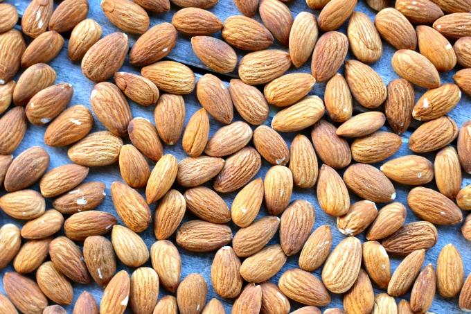 energy-balls-almonds