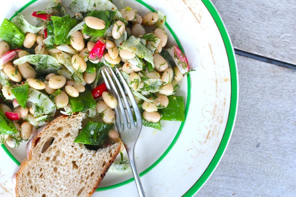 white-bean-salad-bread