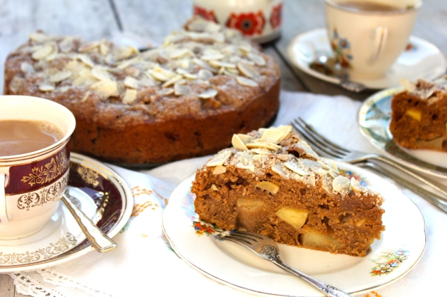 chai-spice-apple-cake
