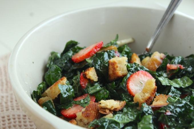 kale-strawberry-pear-salad