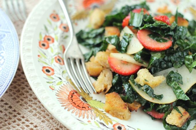 kale-strawberry-salad-closeup