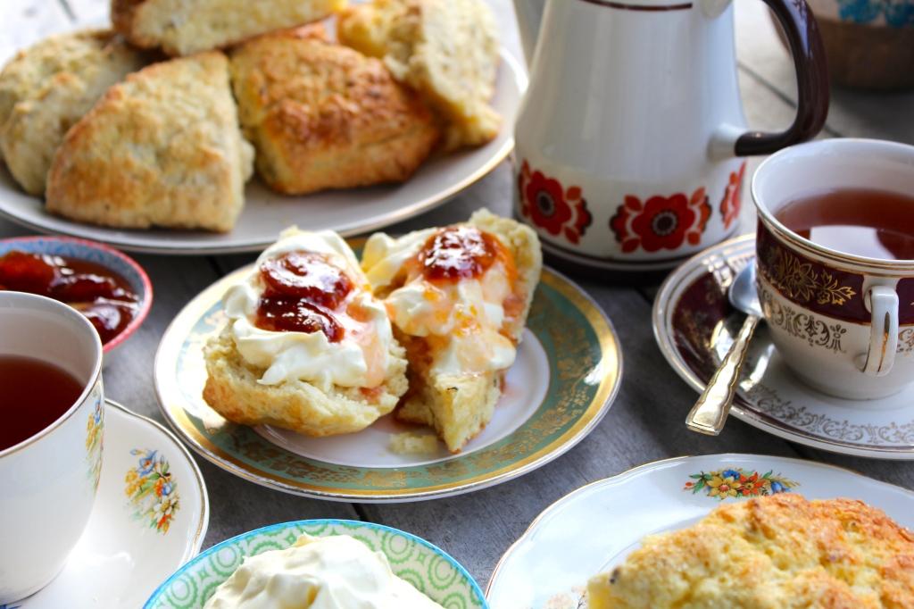 lavender-scones-tea-jam