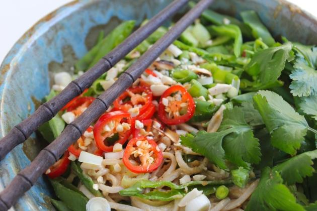 peanut-soba-noodle-salad-chopsticks-bowl