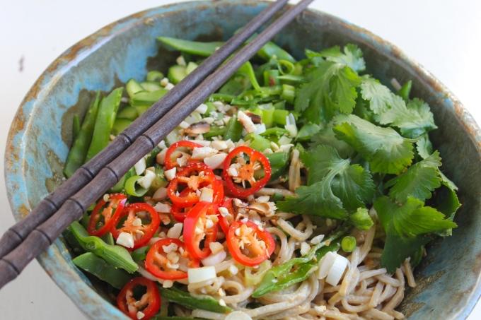 peanut-soba-noodles-chopsticks-bowl