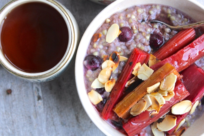 blueberry-buckwheat-porridge-tea-closeup