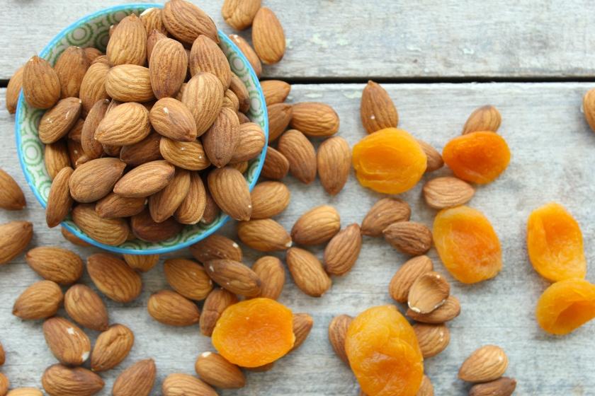 raw-apricot-cocnut-tangerine-energy-balls-nuts