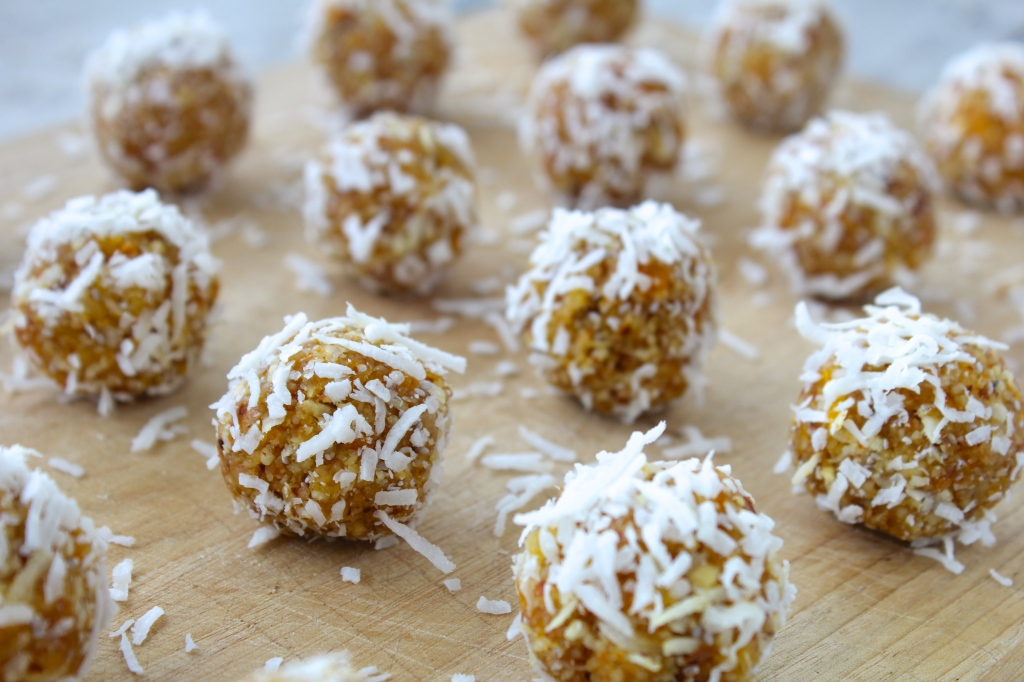 raw-apricot-coconut-tangerine-energy-balls-closeup