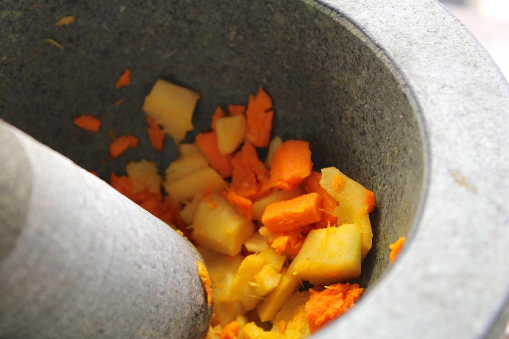 turmeric-ginger-juice-mortar-pestle