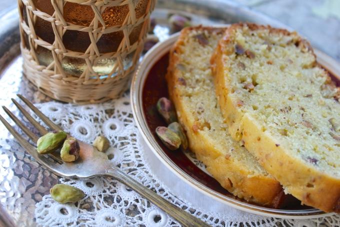 pistachio-lemon-cake-fork