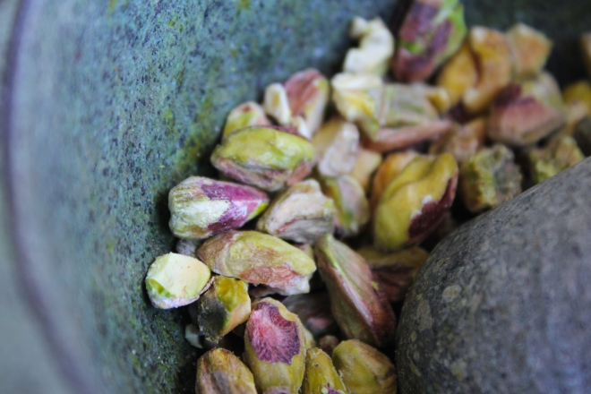 pistachio-lemon-cake-pistachios