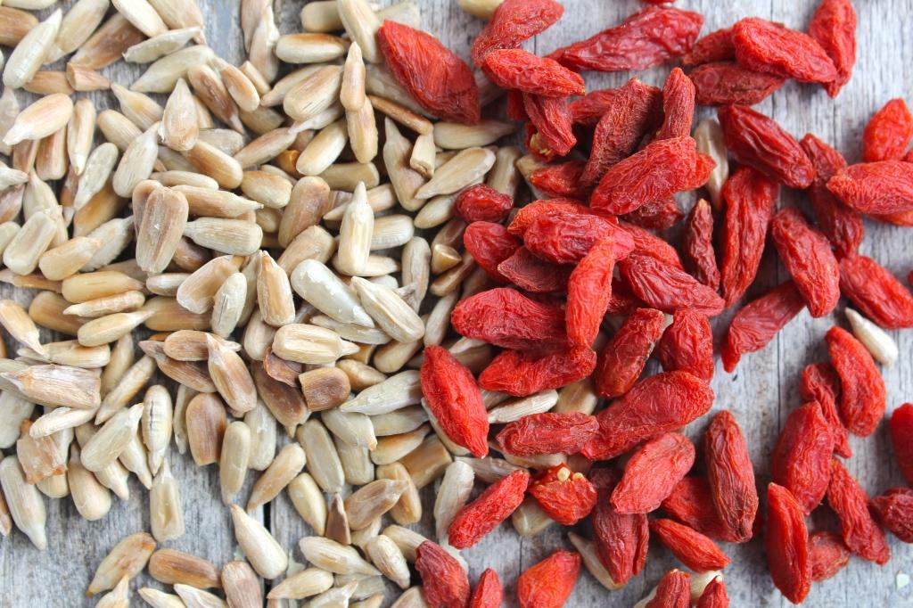 autumn-salad-sunflower-seeds-goji-berries