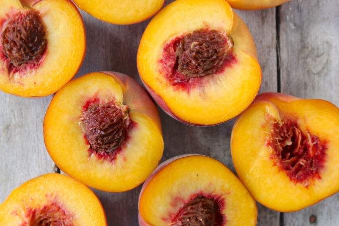 peach-crumble-peaches