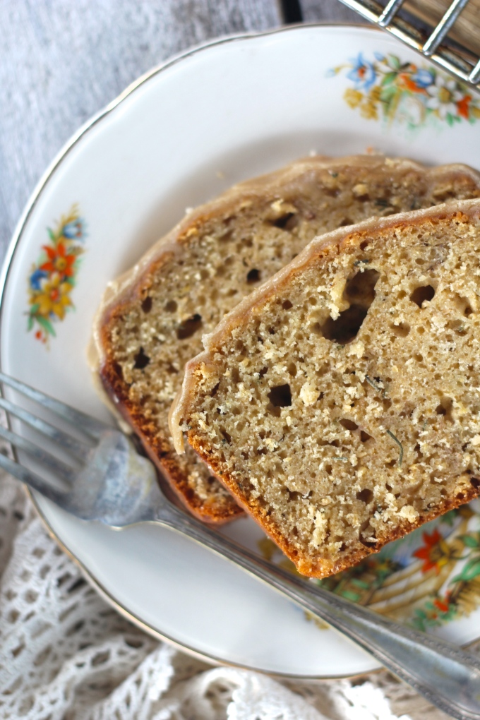 banana-rosemary-bread-closeup