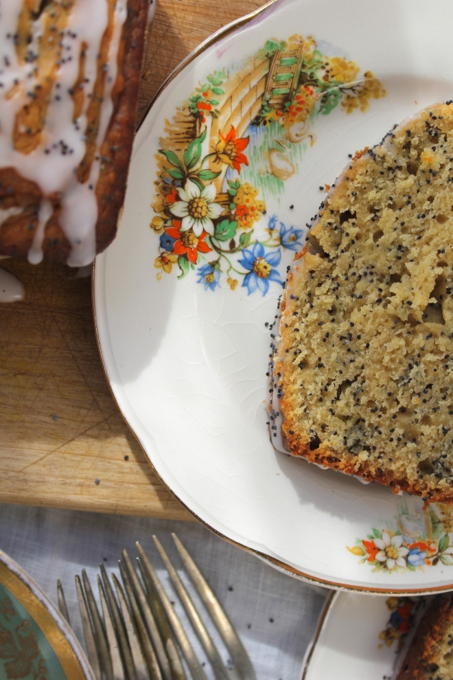 grapefruit-poppyseed-cake-closeup