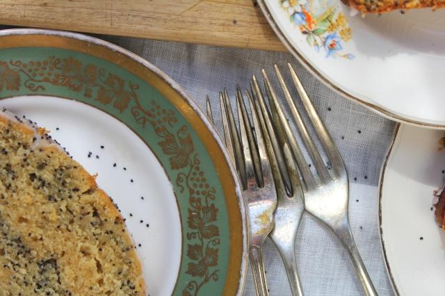 grapefruit-poppyseed-cake-forks