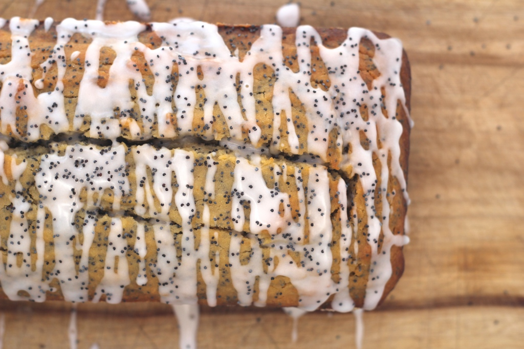grapefruit-poppyseed-cake-icing