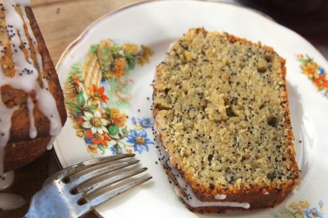 grapefruit-poppyseed-cake-slice-closeup