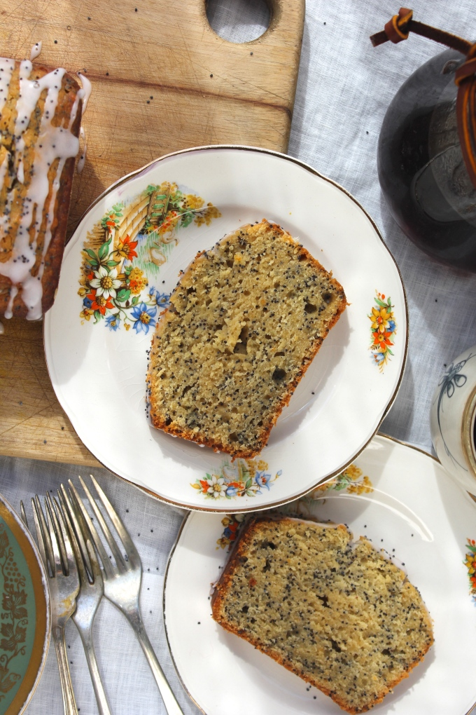 grapefruit-poppyseed-cake-table