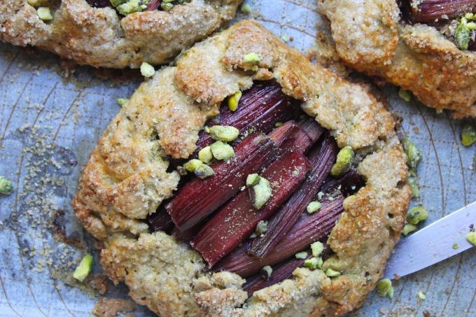 rhubarb-pistachio-galette-pistachios