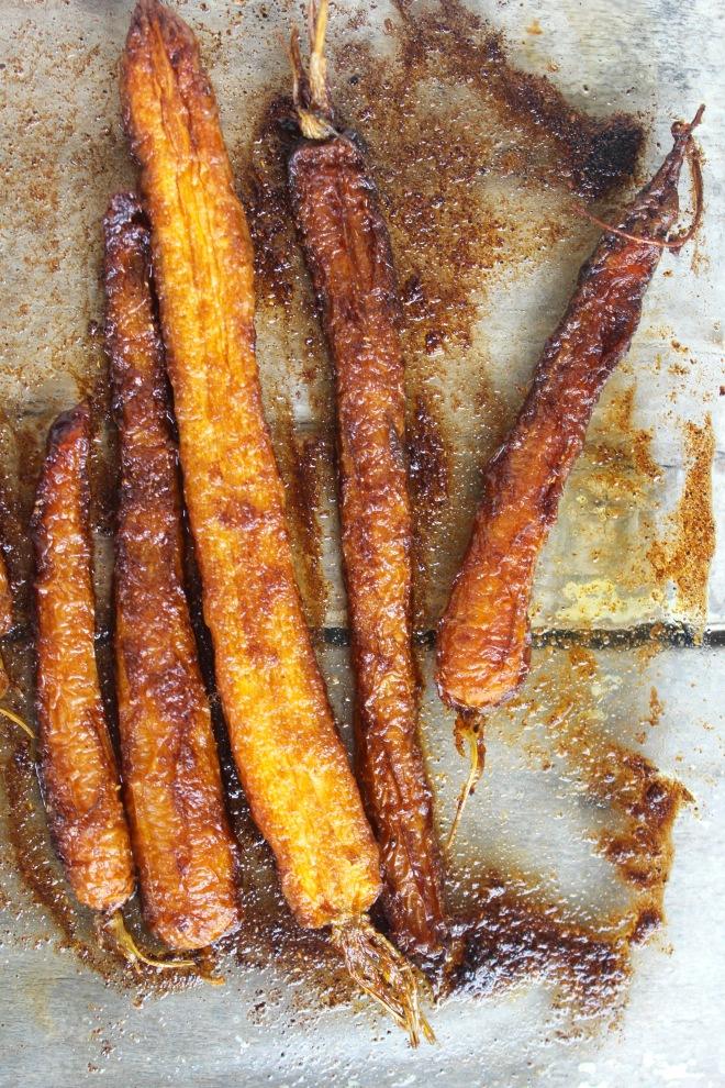 roasted-carrots-crispy-lentils-spicy-yoghurt-carrots