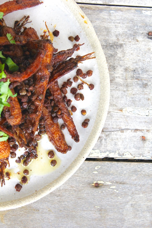 roasted-carrots-crispy-lentils-spicy-yoghurt