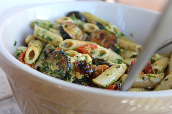 roasted-cherry-tomato-zucchini-kale-pesto-pasta-bowl