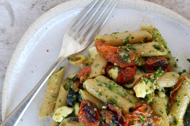 roasted-cherry-tomato-zucchini-kale-pesto-pasta-closeup