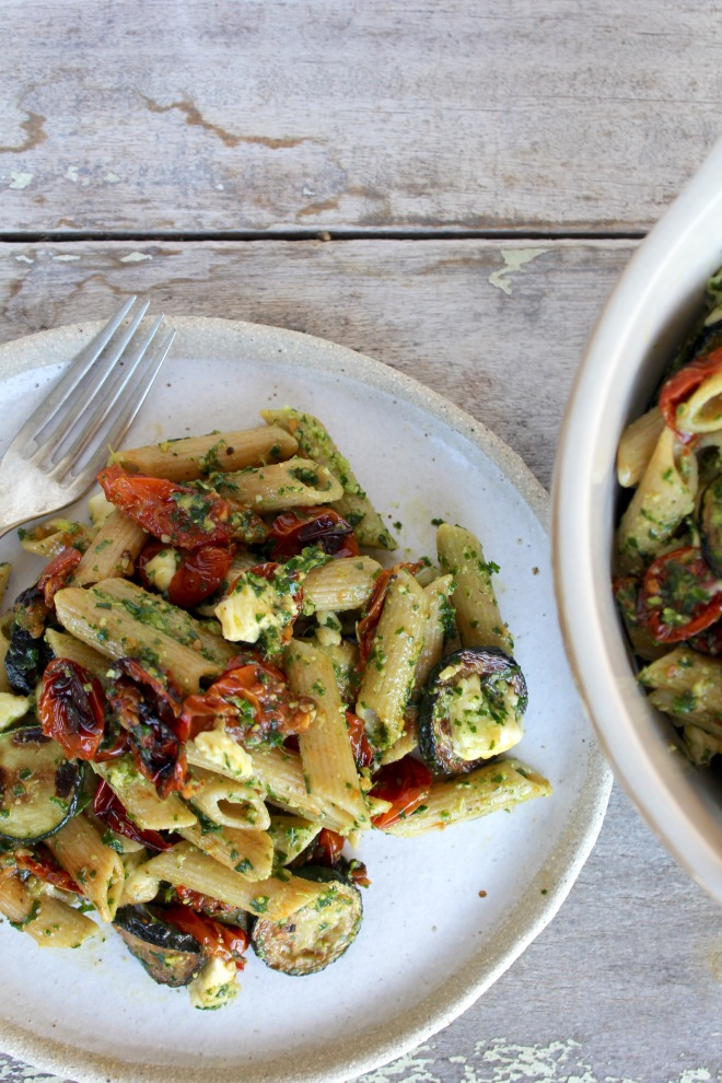roasted-cherry-tomato-zucchini-kale-pesto-pasta-vertical