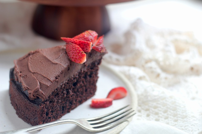 choclate-cake-slice-strawberries
