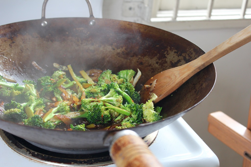 broccoli-cashew-stir-fry-cooking