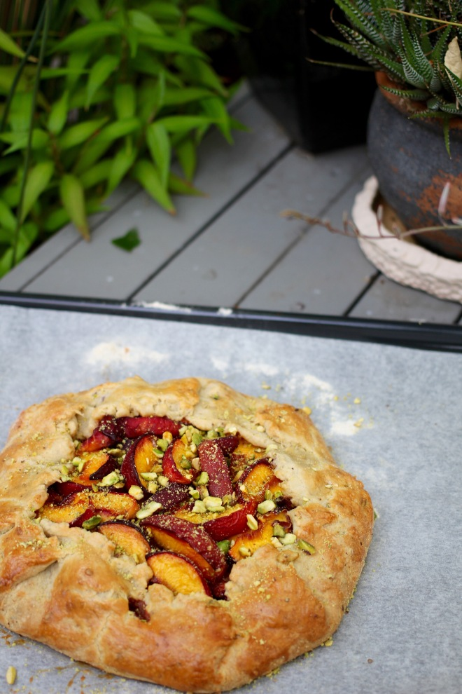 peach-galette-leaves
